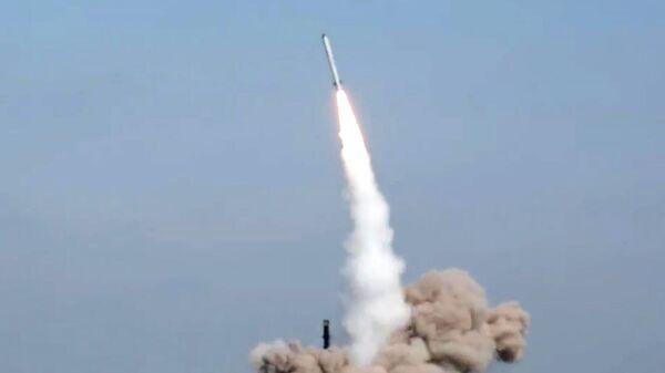 Боевой пуск ракеты из комплекса Искандер-М
