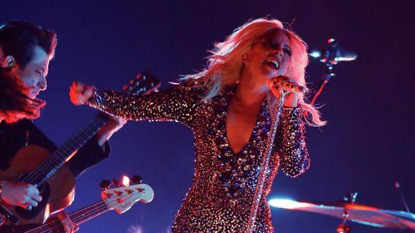 Леди Гага во время выступления на 61-й церемонии вручения премии Грэмми в Лос-Анджелесе