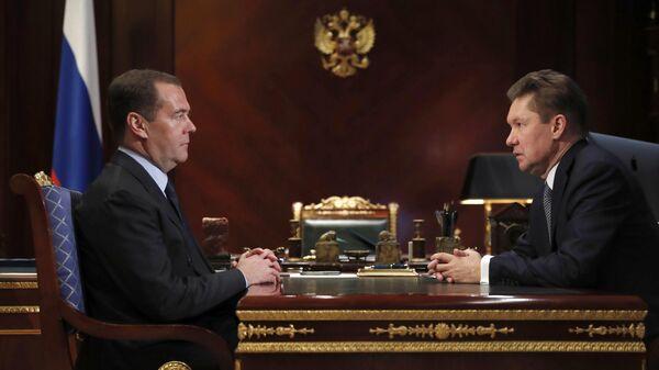 Председатель правительства РФ Дмитрий Медведев и председатель правления компании Газпром Алексей Миллер
