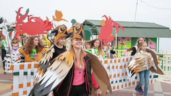 Участники карнавала на фестивале Алушта. Green