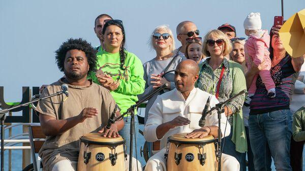 Музыканты на набережной Профессорского уголка, Алушта