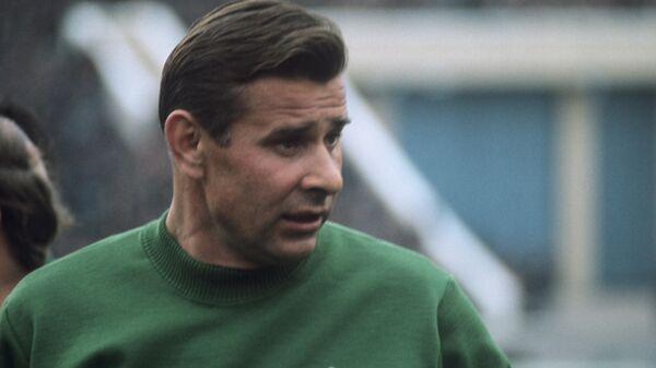 Лев Иванович Яшин, заслуженный мастер спорта СССР, лучший вратарь советского и мирового футбола за все годы