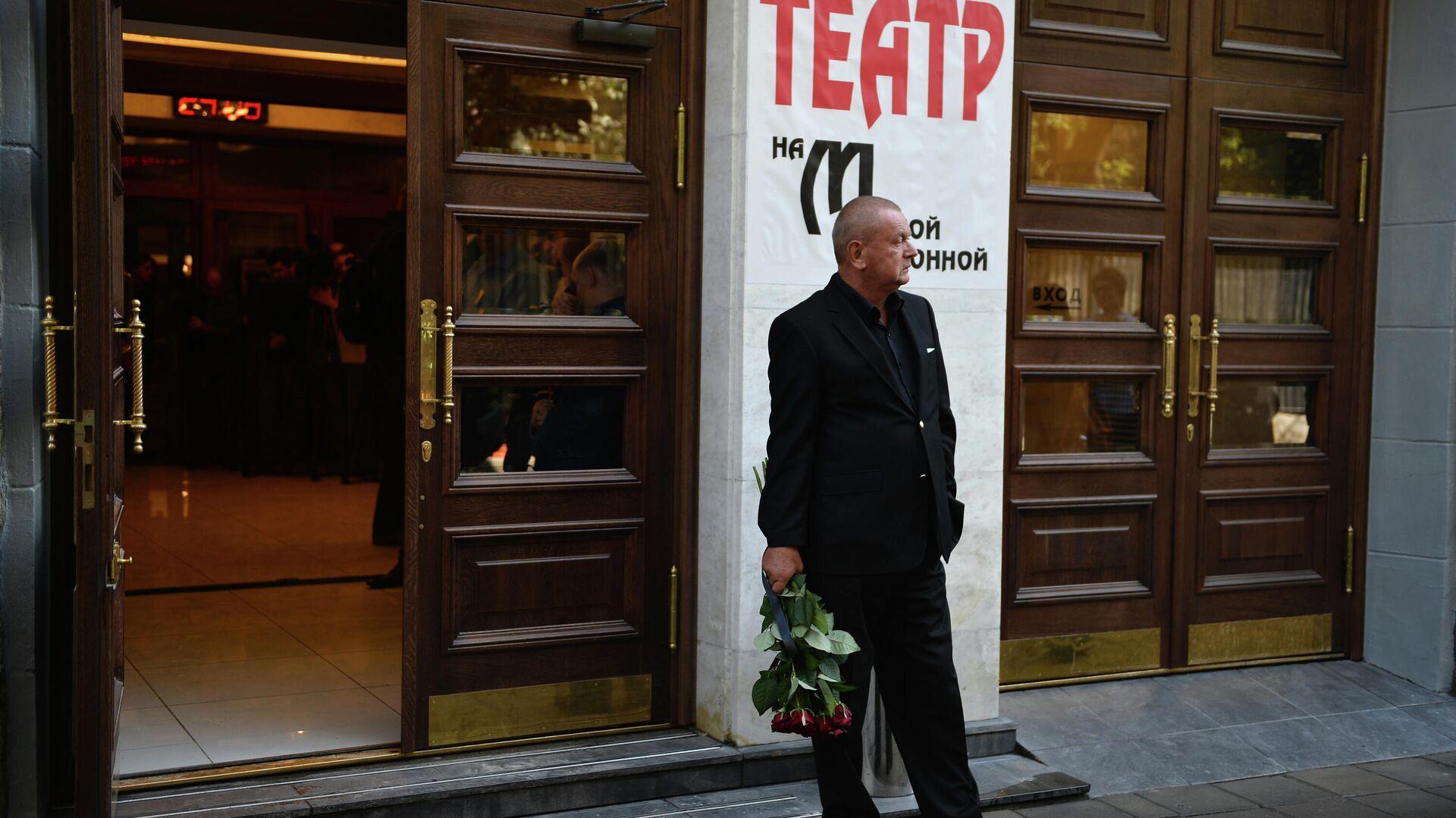 Вход в здание Театра на Малой Бронной - РИА Новости, 1920, 10.09.2020