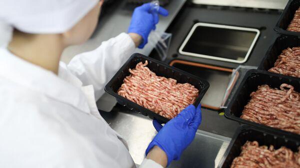 Производство свиного фарша на мясоперерабатывающем комбинате Южный