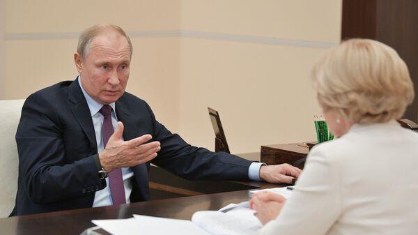 Президент РФ В. Путин встретился с вице-премьером О. Голодец