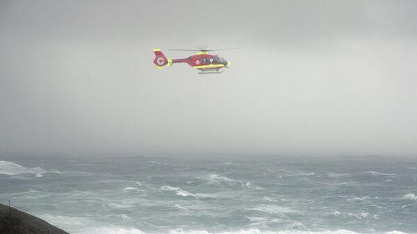Вертолет спасательной службы Норвегии во время шторма