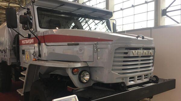 Грузовой автомобиль Урал-4320 Мотовоз 6х6