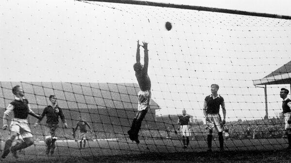 Турне футбольного клуба Динамо по Великобритании - это серия из четырех товарищеских матчей, сыгранных советским футбольным клубом Динамо (Москва) в ноябре 1945 года с сильнейшими профессиональными клубами Англии, Уэльса и Шотландии. Матч между командами Динамо (Москва) и Челси(Англия).