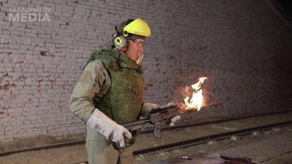 Скриншот видео разрушительного теста для автомата Калашникова нового поколения — АК-12