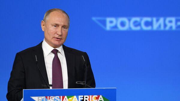 Владимир Путин выступает на пленарном заседании экономического форума Россия - Африка в Сочи