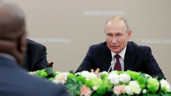 Президент РФ Владимир Путин во время встречи с президентом Демократической Республики Конго Феликсом Антуаном Чисекеди Чиломбо. 23 октября 2019