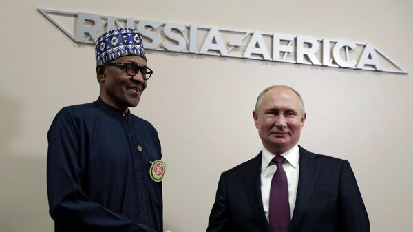Президент РФ Владимир Путин и президент Федеративной Республики Нигерии Мухаммаду Бухари во время встречи на полях саммита Россия - Африка