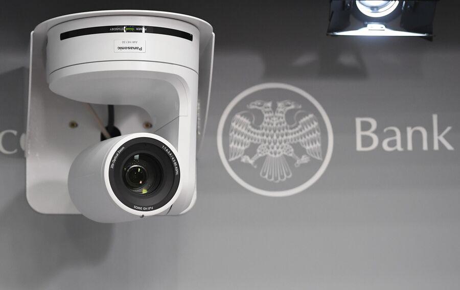 Видеокамера в кабинете Центрального банка РФ.