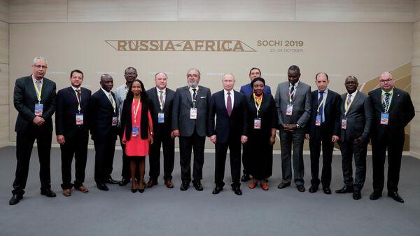 Президент РФ Владимир Путин во время встречи с руководителями ведущих африканских информационных агентств на полях саммита Россия - Африка