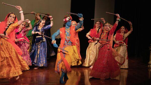 Традиционный индийский танец на фестивале Дивали в Москве
