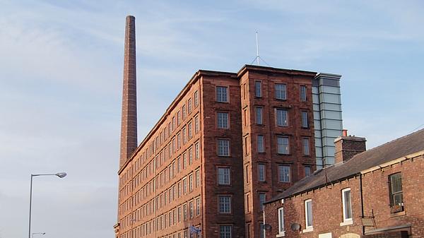 Дымовая труба Dixon's Chimney и хлопчатобумажная фабрика Shaddon Mill в городе Карлайл, Великобритания