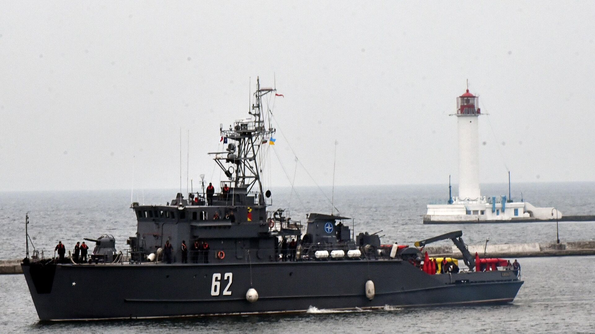 Один из четырех противоминных кораблей НАТО входит в порт Одессы - РИА Новости, 1920, 08.05.2021