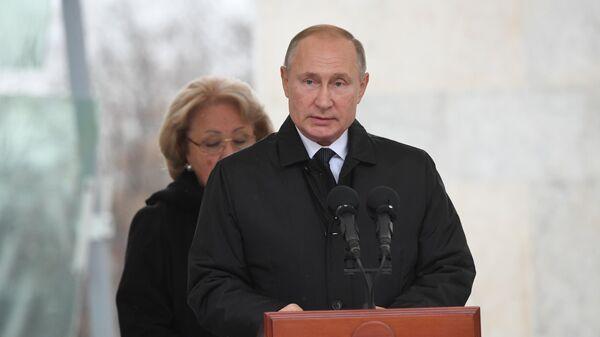 Президент РФ Владимир Путин выступает на церемонии открытия памятника государственному деятелю, политику Евгению Примакову. 29 октября 2019