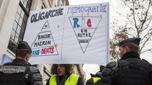 Встолице франции задержали больше ста участников акций «желтых жилетов»