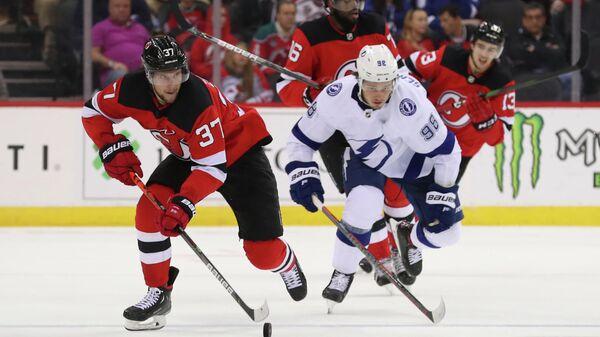 Тампа Бэй Лайтнинг - Нью-Джерси Девилз в матче регулярного чемпионата Национальной хоккейной лиги