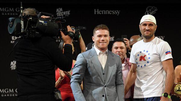 Сауль Альварес и Сергей Ковалев (справа)