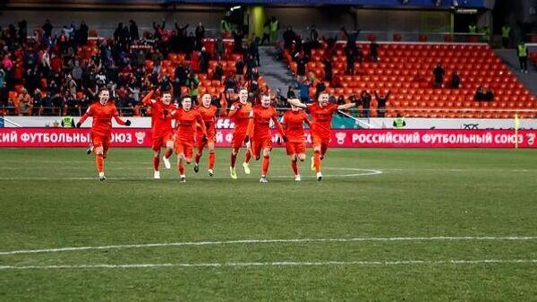 Футболисты Урала радуются победе