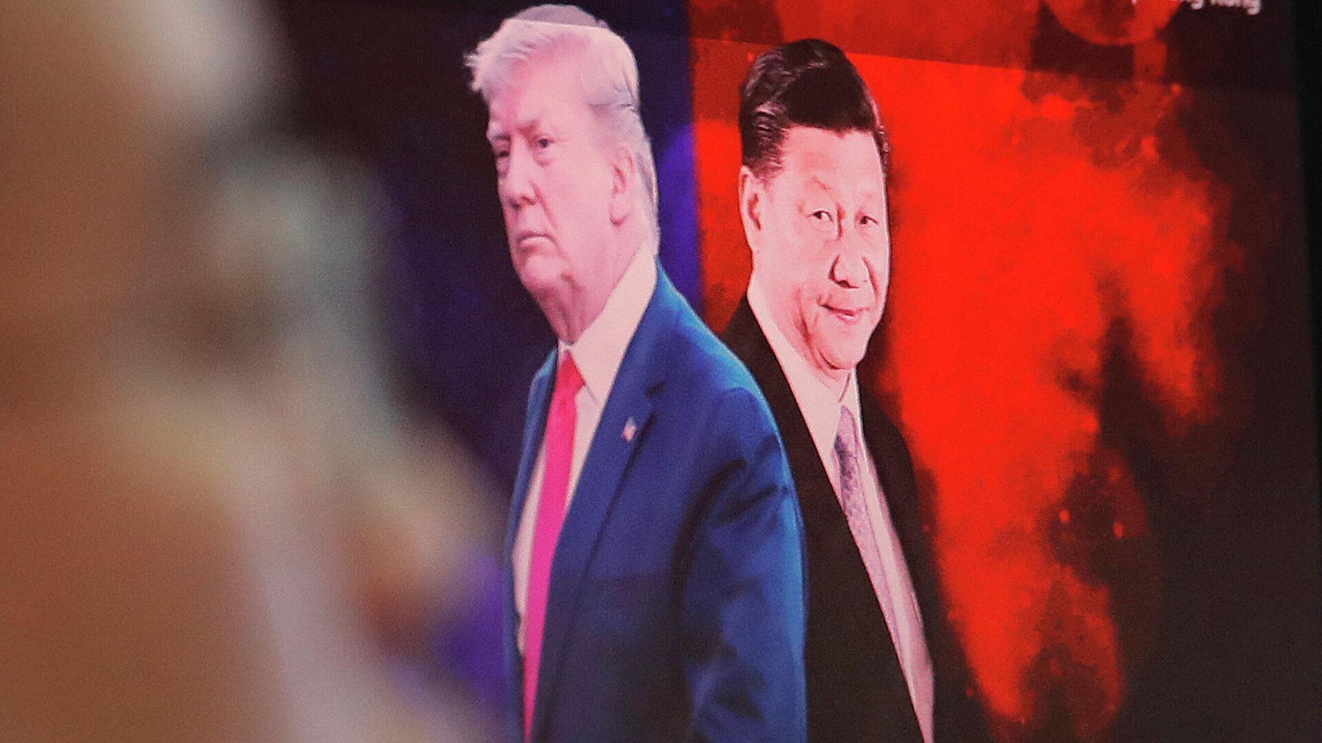 Изображение президента США Дональда Трампа и председателя КНР Си Цзиньпина на мониторе компьютера - РИА Новости, 1920, 22.09.2020