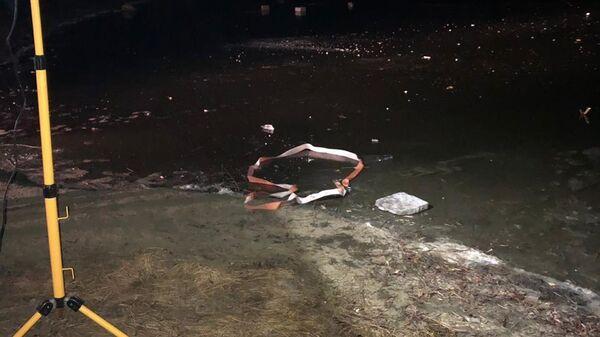 Место, где двое детей провалились по лед в поселке Октябрьский городок Татищевского района Саратовской области