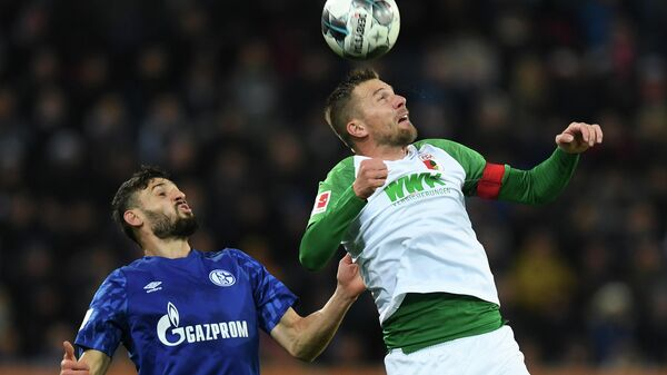 Augsburg's German midfielder Daniel Baier (R) and Schalke's German midfielder Daniel Caligiuri (L) vie for the ball during the German first division Bundesliga football match between FC Augsburg and FC Schalke 04 on November 3, 2019 in Augsburg, southern Germany. (Photo by Christof STACHE / AFP) / DFL REGULATIONS PROHIBIT ANY USE OF PHOTOGRAPHS AS IMAGE SEQUENCES AND/OR QUASI-VIDEO
