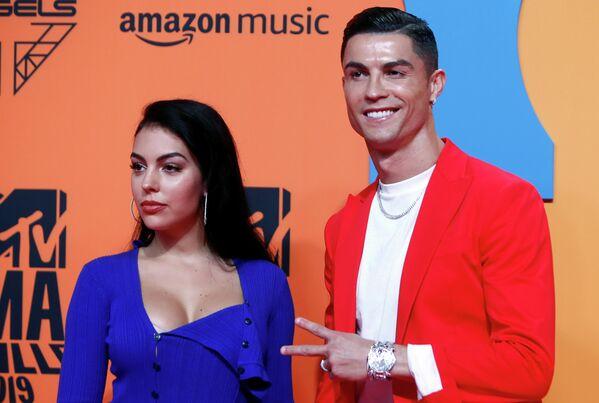 Криштиану Роналду и Джорджина Родригес на церемонии награждения MTV Europe Music Awards