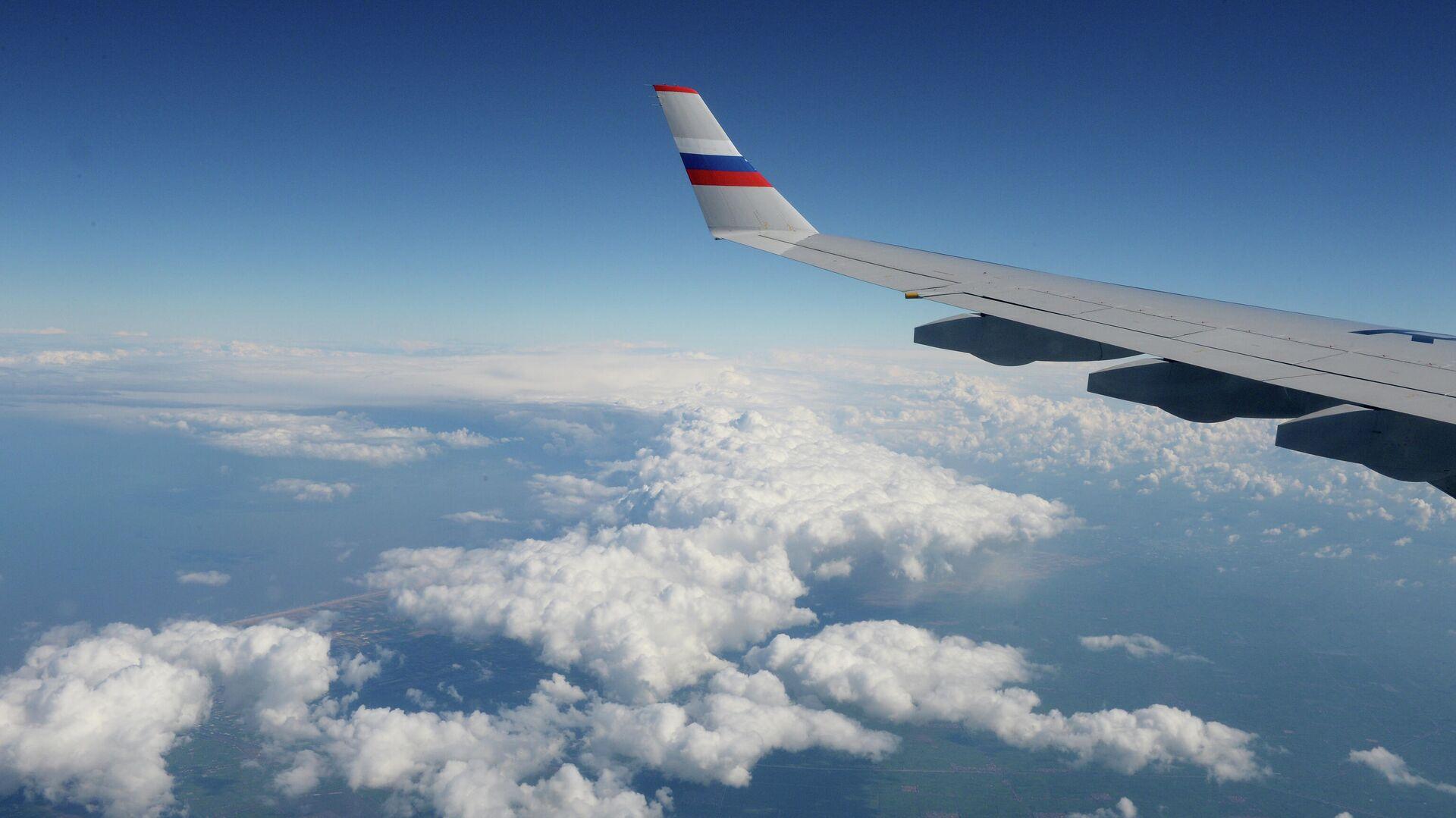 Вид из окна российского самолета во время полета - РИА Новости, 1920, 12.07.2021