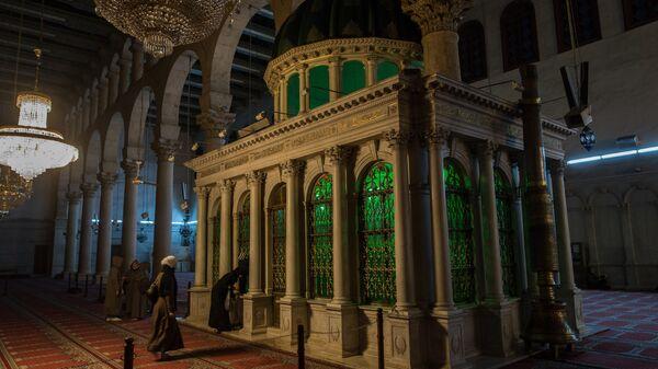 Могила с головой пророка Иоанна Крестителя в мечети Омейядов в Дамаске