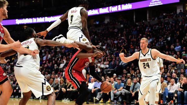 Денвер Наггетс  - Майами Хит в матче регулярного чемпионата Национальной баскетбольной ассоциации (НБА)