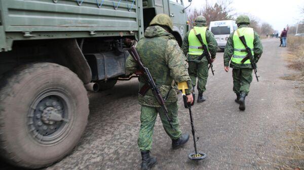 Саперы Народной милиции ДНР в районе села Петровское