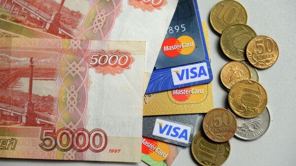 Банкноты и монеты России и банковские карты
