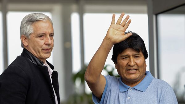 Эво Моралес во время прибытия в Мехико