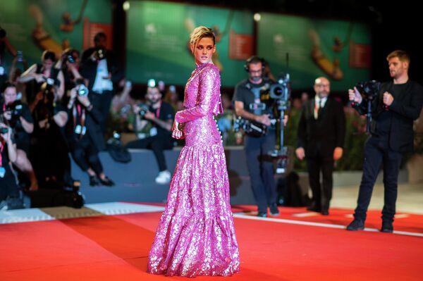 Актриса Кристен Стюарт на 76-м Венецианском кинофестивале, 30 августа 2019 года