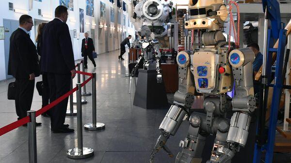 Антропоморфный робот SKYBOT F-850 Фёдор, представленный на конференции Пилотируемые полёты в космос в  Центре подготовки космонавтов