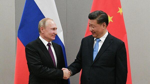 Владимир Путин и Си Цзиньпин на Деловом форуме БРИКС в Бразилии
