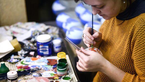 Сувенирная мастерская помогает людям с ограниченными возможностями