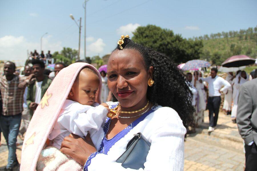 Жительница Аксума с ребенком. Эфиопия