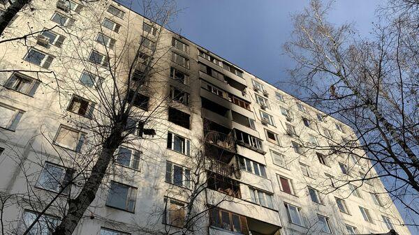 Последствия пожара в жилом доме на улице Удальцова в Москве. 15 ноября 2019