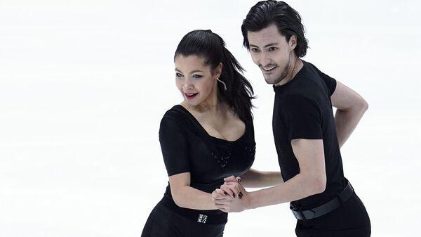 Анастасия Шпилевая и Григорий Смирнов (Россия) выступают в ритмическом танце на V этапе Гран-при по фигурному катанию в Москве.
