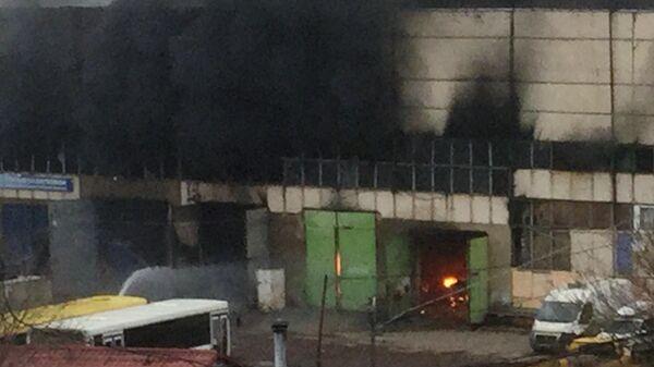 Склад с газовым оборудованием загорелся в Москве. 18 ноября 2019
