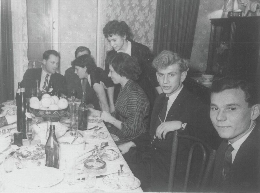 Застолье в квартире Ивановых. Фото из личного архива Лидии Иавновой