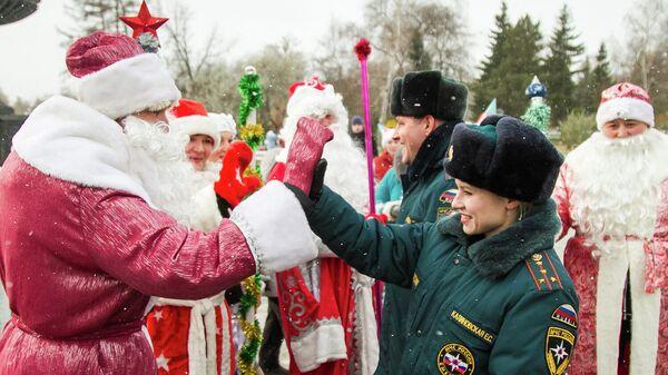 Сотрудники ГУ МЧС России по Омской области на праздновании дня рождения Деда Мороза
