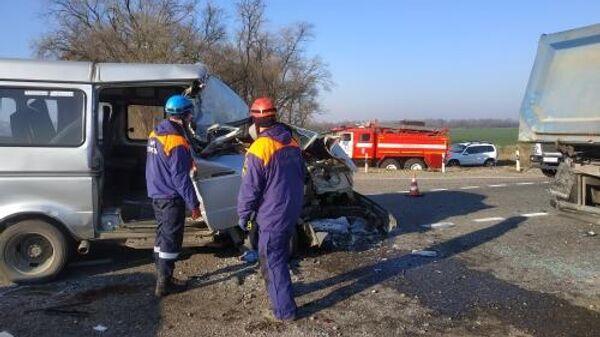Последствия ДТП на выезде из села Ивановское Кочубеевского района Ставропольского края