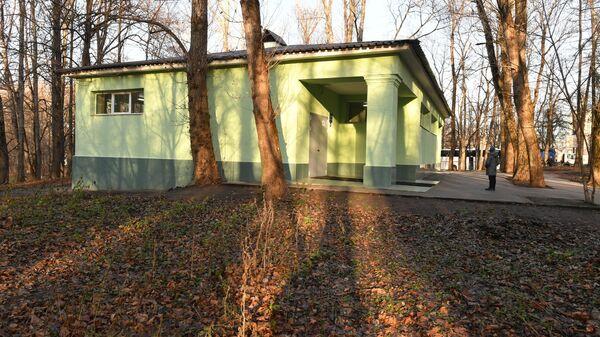 Туалет на улице Косыгина рядом со смотровой площадкой Воробьевы горы