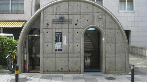 Общественный туалет в Японии