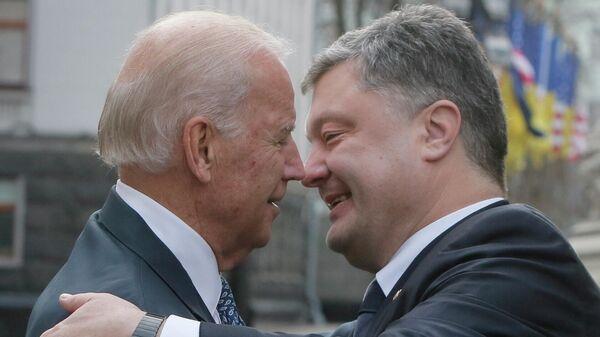 Президент Украины Петр Порошенко и вице-президент США Джо Байден во время встречи в Киеве, 7 декабря 2015 года